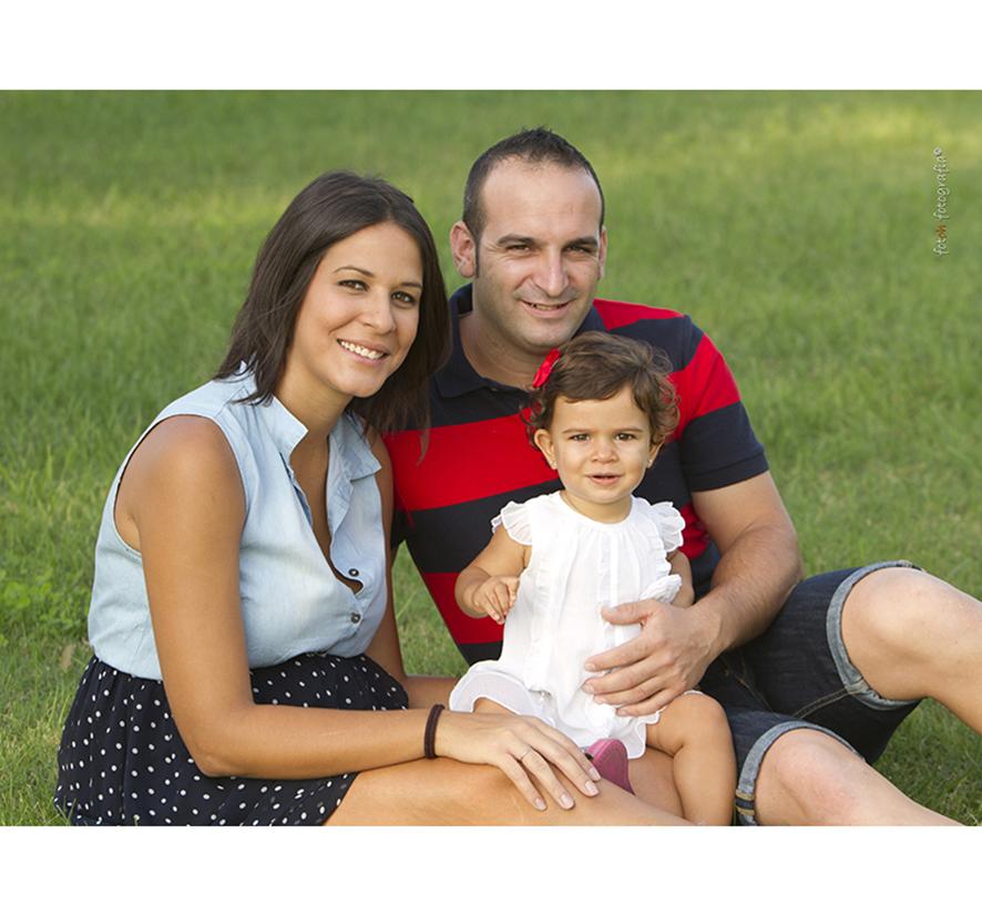 foto-familia_playa_estudio_exterior_oliva_fotohfotografia-4