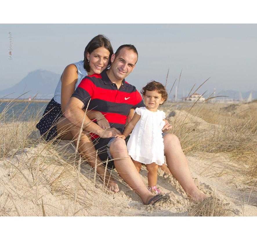 foto-familia_playa_estudio_exterior_oliva_fotohfotografia-5