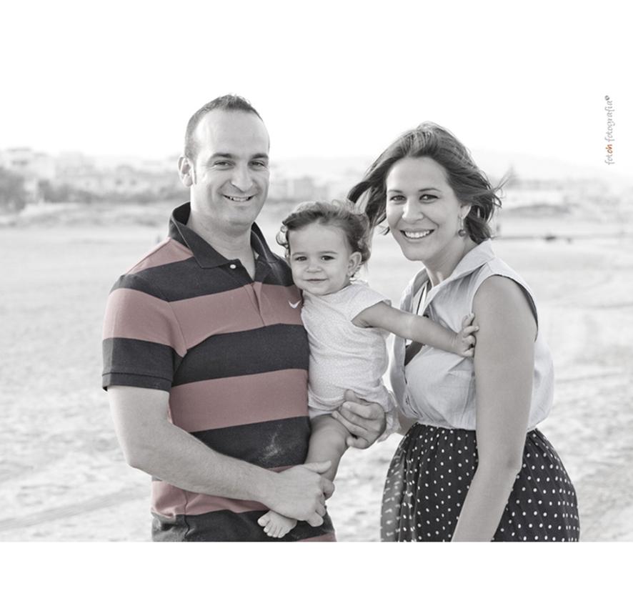 foto-familia_playa_estudio_exterior_oliva_fotohfotografia-9